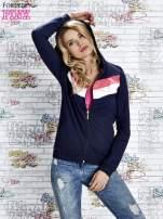 Granatowa bluza z kapturem z kolorowymi przeszyciami                                  zdj.                                  1