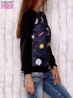 Granatowa bluza z komiksowymi motywami