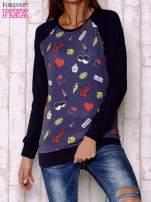 Granatowa bluza z komiksowymi nadrukami