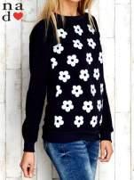 Granatowa bluza z nadrukiem kwiatów                                                                          zdj.                                                                         3