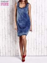 Granatowa jeansowa sukienka z motywem animal print