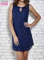 Granatowa koronkowa sukienka z wiązaniem przy dekolcie                                  zdj.                                  1