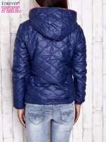 Granatowa pikowana kurtka z futrzanym ociepleniem                                                                           zdj.                                                                         4