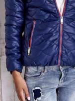 Granatowa pikowana kurtka z futrzanym ociepleniem                                   zdj.                                  9