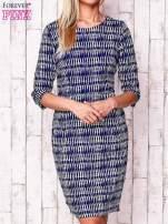 Granatowa sukienka w graficzne wzory z rękawem 3/4                                  zdj.                                  1