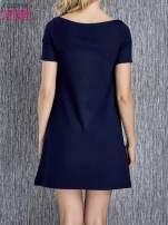 Granatowa trapezowa sukienka z kieszeniami