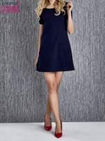 Granatowa trapezowa sukienka z kieszeniami                                  zdj.                                  1