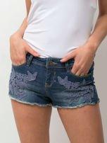 Granatowe jeansowe szorty z kwiatową aplikacją                                   zdj.                                  2