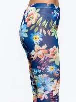 Granatowe legginsy w kwiatki                                  zdj.                                  6