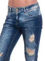 Granatowe spodnie skinny jeans z dziurami                                  zdj.                                  7