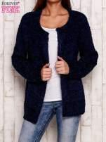 Granatowy otwarty włochaty sweter                                   zdj.                                  1
