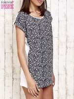 Granatowy t-shirt w kwiatuszki                                  zdj.                                  3