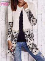 Jasnobeżowy sweter z geometrycznym wzorem i suwakami                                  zdj.                                  3