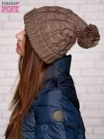 Jasnobrązowa dziergana czapka z pomponem                                  zdj.                                  2