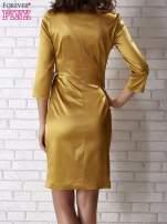 Jasnobrązowa sukienka ze srebrną kokardą                                   zdj.                                  3