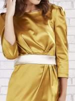 Jasnobrązowa sukienka ze srebrnym paskiem                                  zdj.                                  5