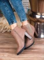 Jasnobrązowe skórzane botki na słupku z gumkowaną cholewką i gumkowaną wstawką                                  zdj.                                  5