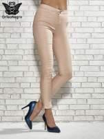 Jasnobrązowe spodnie rurki skinny                                  zdj.                                  1