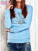 Ciemnoniebieska bluza z tekstowym nadrukiem                                                                          zdj.                                                                         1
