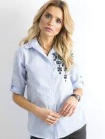 Jasnoniebieska koszula w paski z aplikacją                                  zdj.                                  1