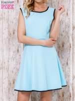 Jasnoniebieska sukienka skater z satynową lamówką                                  zdj.                                  1