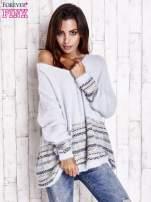Jasnoniebieski włochaty sweter oversize z kolorową nitką                                                                           zdj.                                                                         1