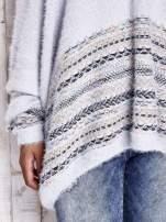 Jasnoniebieski włochaty sweter oversize z kolorową nitką                                   zdj.                                  7