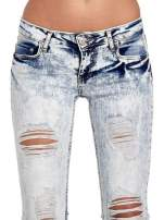 Jasnoniebieskie spodnie jeansowe dzwony z dziurą na kolanie                                                                          zdj.                                                                         5