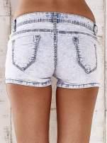 Jasnoniebieskie szorty jeansowe ze srebrnymi dżetami                                  zdj.                                  2