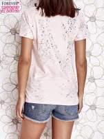 Jasnoróżowy t-shirt z napisem BONJOUR                                  zdj.                                  4