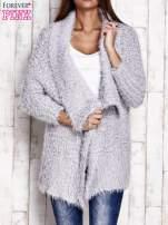Jasnoszary asymetryczny sweter z szerokim kołnierzem                                  zdj.                                  1