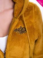 Karmelowa bluza polarowa z kapturem z uszkami i pomponami