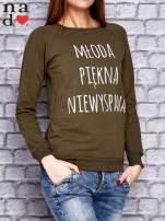 Khaki bluza z napisem MŁODA PIĘKNA NIEWYSPANA                                  zdj.                                  3