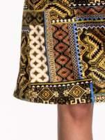 Khaki sukienka midi w patchworkowy wzór                                                                          zdj.                                                                         5