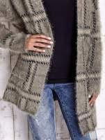 Khaki sweter w kratę z kieszeniami                                  zdj.                                  7