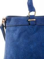 Kobaltowa torba na ramię ze złotymi okuciami                                  zdj.                                  6