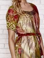 Kolorowa sukienka mgiełka z paskiem i aplikacją                                  zdj.                                  5