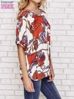 Koralowa bluzka koszulowa z biżuteryjnym nadrukiem                                  zdj.                                  3