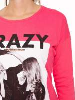 Koralowa bluzka z napisem CRAZY i nadrukiem fashionistek                                  zdj.                                  6