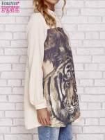 Koralowa długa koszula z nadrukiem tygrysa                                  zdj.                                  3