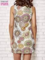 Koronkowa sukienka z kolorowymi kwiatami