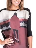 Koszula z satynowym przodem i nadrukiem kobiety