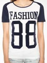 Melanżowo-granatowy t-shirt z nadrukiem FASHION 88                                  zdj.                                  7