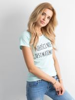 Miętowa damska koszulka z napisem                                  zdj.                                  3