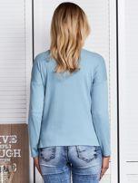 Niebieska bluzka z kwiatowym haftem                                  zdj.                                  2