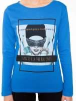 Niebieska bluzka z portretem kobiety i napisem GOOD GIRLS...                                  zdj.                                  6