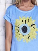 Niebieska dekatyzowana sukienka z cekinowym słonecznikiem                                  zdj.                                  5