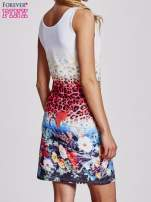 Niebieska dopasowana sukienka z motywem pantery