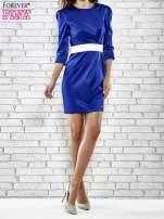 Niebieska elegancka sukienka z satyny z drapowaniem                                                                          zdj.                                                                         2