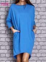 Niebieska gładka sukienka oversize                                  zdj.                                  1